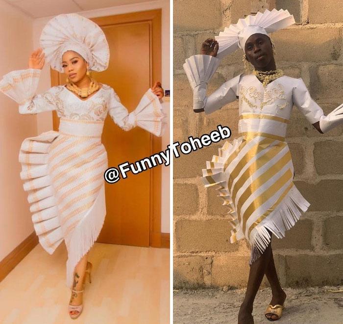 Toyin Lawani, chica parada frente a una puerta de madera, posando con lso pies cruzando, sujetando el sombrero blanco que lleva en la cabeza, chico imitando su vestuario utilizando papel, plásticos, fierro