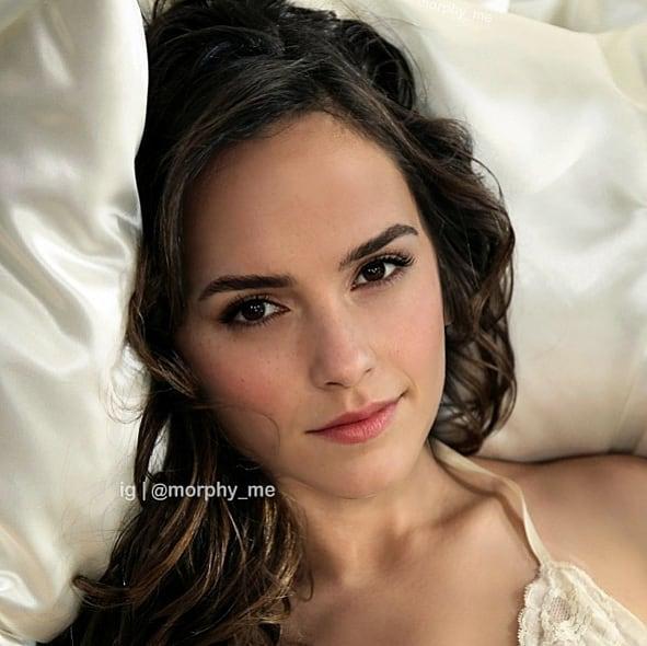 Chica recostada en una almohada blanca, Gal Gadot,Emma Watson, Morphy_Me