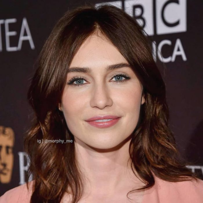 Chica con camisa melón sonriendo ligeramente, Emilia Clarke, Carice Van Houten, Morphy_Me