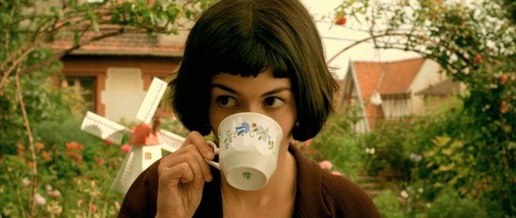 Audrey Tautou tomando té en la cinta Amélie