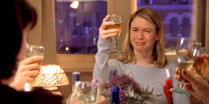 La actriz Reneé Zellweger interpretando al personaje Bridget Jone para la cinta El Diario de Bridget Jone
