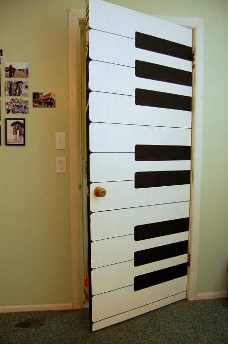 Door of a room decorated with the keys of a piano