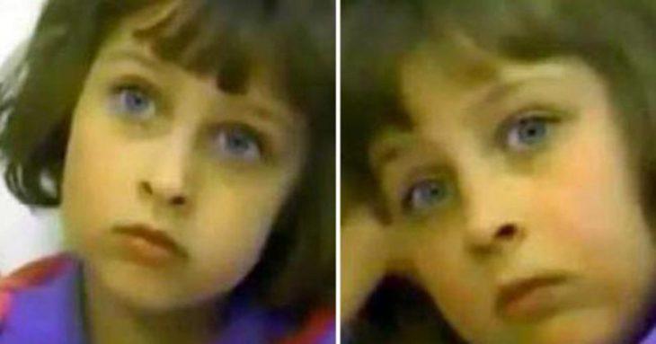 escena del documental Child of Rage: A Story of Abuse, Beth Thomas, niña con ojos azules, grandes, labios delgados, usando ropa deportiva de lso años ochonte, con corte de cabello de honguito, dando una entrevista