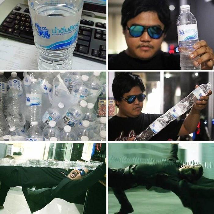 Hombre con camisa negra y anteojos tornasol de color azul, sosteniendo botellas de plástico en sus manos para recrear una escena de la película Matrix, Anucha Saengchart, cosplay, Keanu Reeves