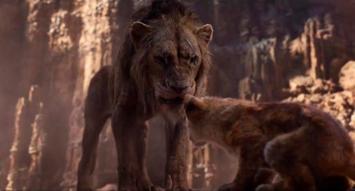 Escena del trailer de live action del Rey León presentando a Scar y Simba