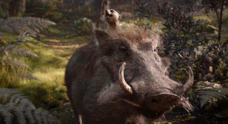 Escena del trailer live action del Rey León con los personajes de Timón y Pumba