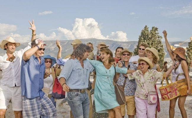 Gentes disfrutando un viaje a Roma en la cinta Mi vida en ruinas