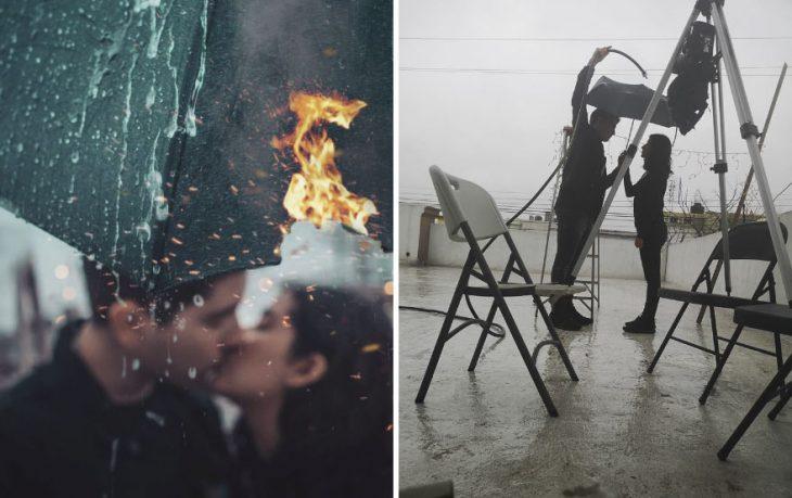 Pareja de novios besándose bajo un paraguas con el que se cubren de la lluvia, fotografía creativa de Omahi
