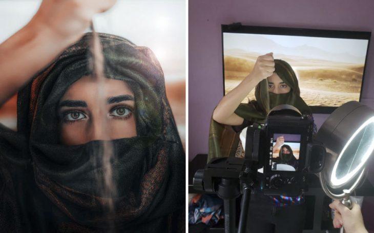 Chica parada frente a una fotografía del desierto, dejando caer arena entre sus manos, fotografía creativa de Omahi