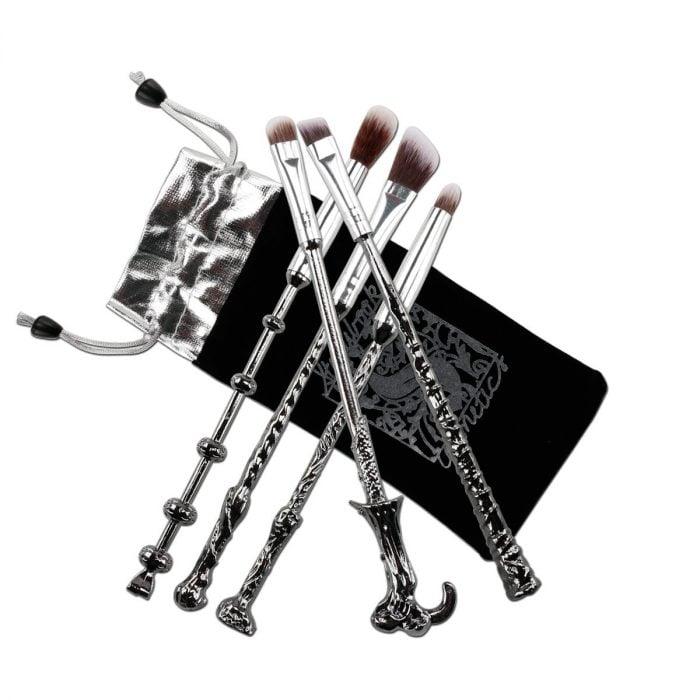 Brochas de maquillaje inspiradas en las varitas mágicas de Harry Potter