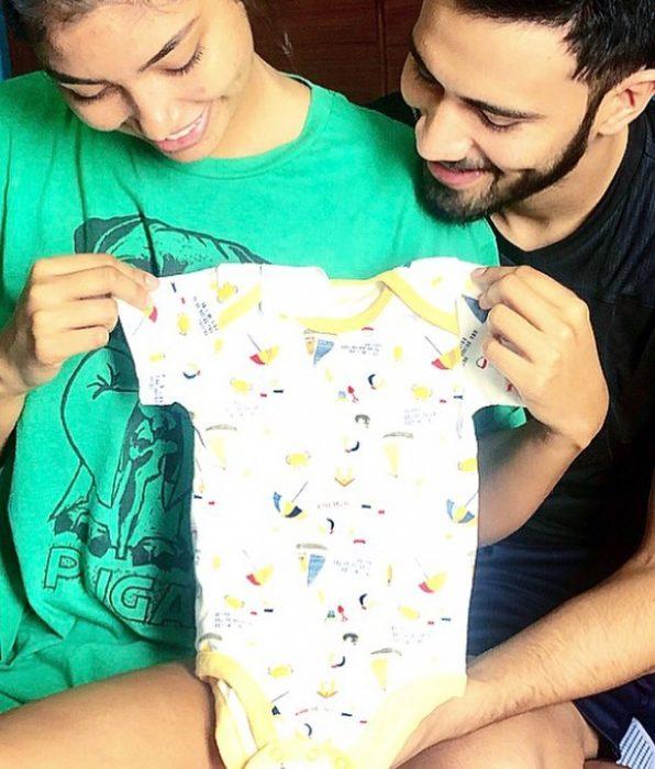 La modelo Joyce Prado y el modelo Rodrigo Giménez se muestran felices por la espera de su bebé