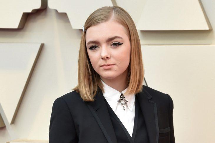 Peinados y looks que los Óscar 2019, Elise Fisher, corte bob lacio con broche, traje