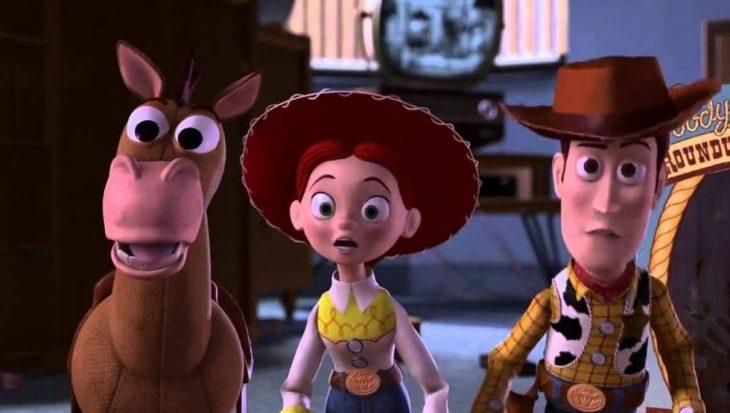 Dibujo animado de vaqueros junto a su caballo sorprendidos, escena de la película Toy Story 2