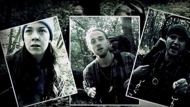 Fotografías de tres excursionistas viajando por el bosque de noche, escena de la película El proyecto de la bruja de Blair