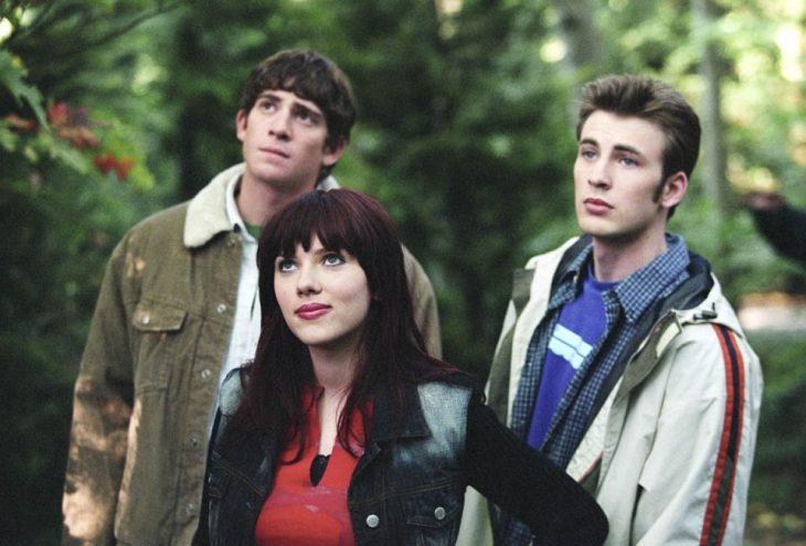 Escena de la película La prueba perfecta en la que aparecen Scarlett Johanson y Chris evans