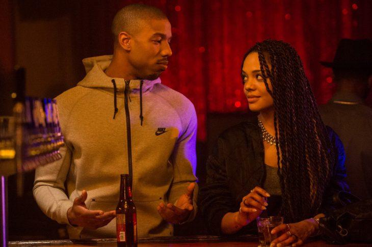 Escena de la película Creed: corazón de campeón en la que aparecen Michael B. Jordam y Tessa Thompson