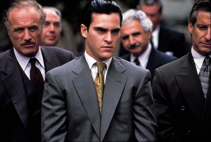 El actor Joaquin Phoenix interpretando a Willie Guitierrez en la cinta The Yards