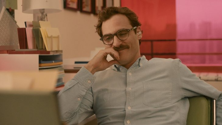 El actor Joaquin Phoenix interpretando a Theodore Twombly en la cinta Her
