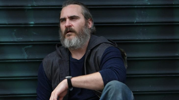 El actor Joaquin Phoenix interpretando al personaje Joe en la cinta You were never really here