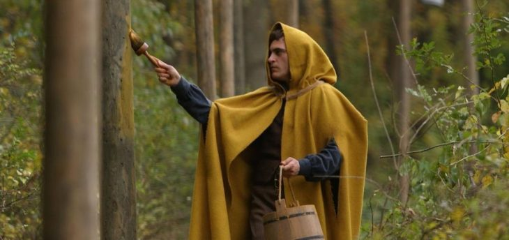 El actor Joaquin Phoenix interpretando al personaje Lucius Hunts en la cinta The Village