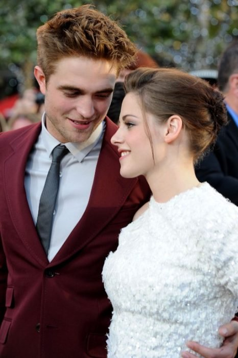 Kristen Stewart and Robert Patinson on red carpet