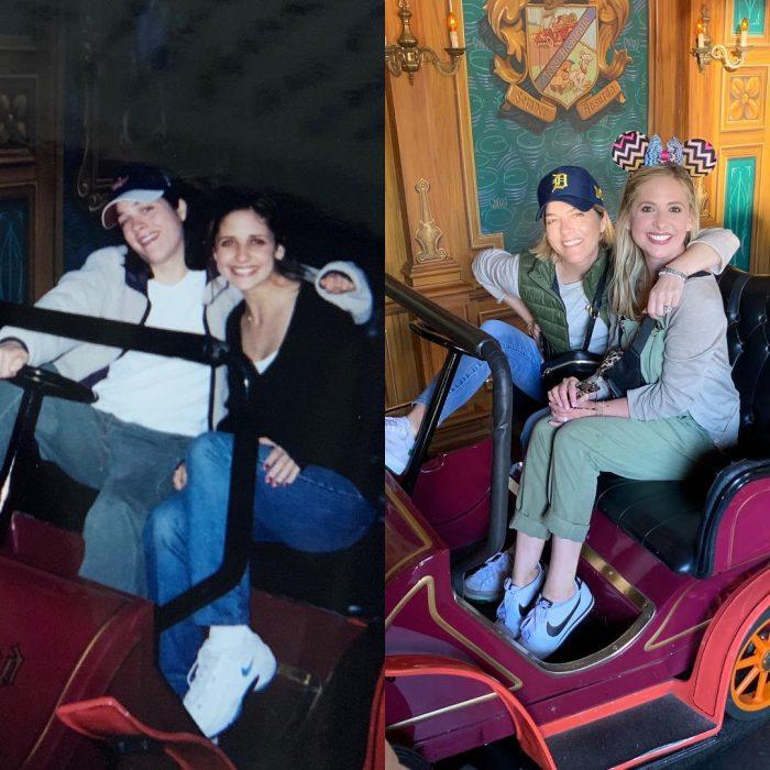 Fotografías comparativas de las actrices Selma Blair y Sarah Michelle Gellar hace 21 años en el parque de diversiones de Disney