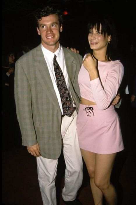 Tate donovan y Sandra Bullock en una premiación juntos