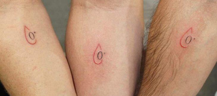 Tatuajes con información médica del tipo de sangre