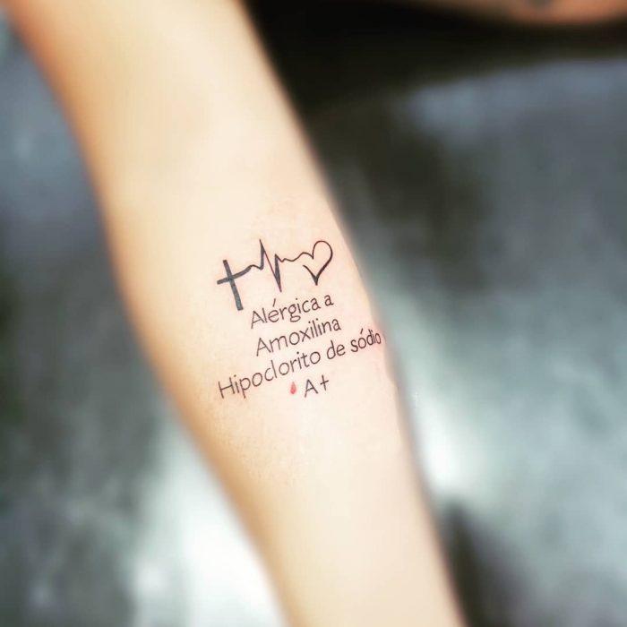 Tatuajes con información médica