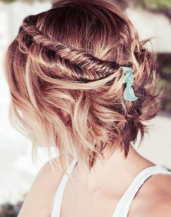 Chica con peinado de trenza a 4 cabos