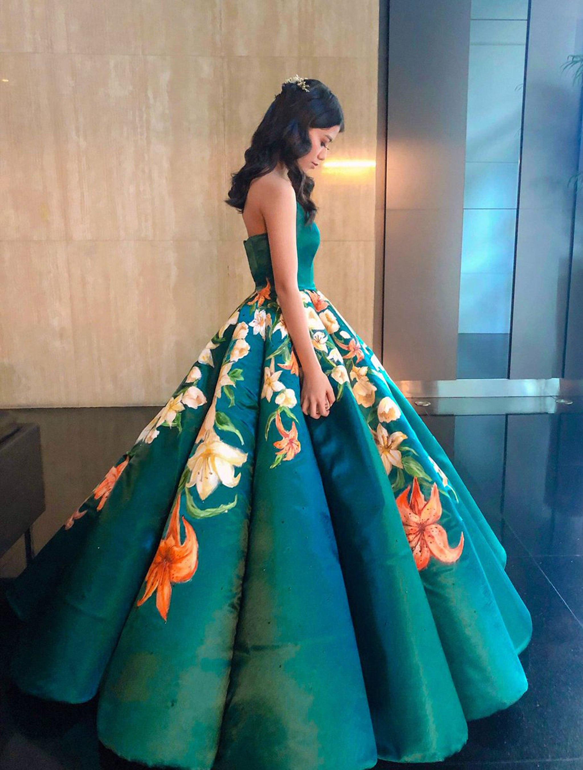 9c9a49e99 Estidiante filipina Ciara Gan confeccionó su propio vestido de graduación  ampón largo