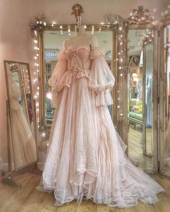 Vestidos de novia vintage confeccionados por la diseñadora Joanne Fleming, vestido para fiesta elegante, largo de tela tipo tul, con encaje, sin hombros color rosa pálido