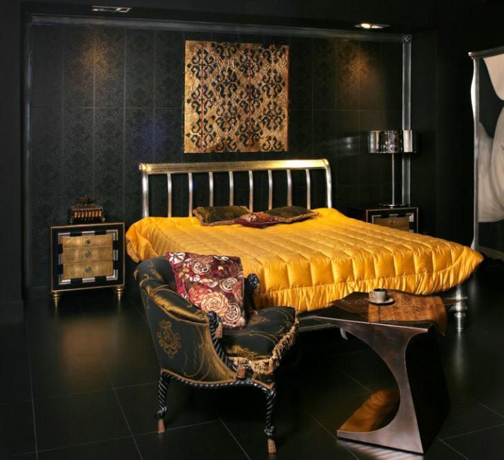 dormitorio negro y dorado con colcha dorada