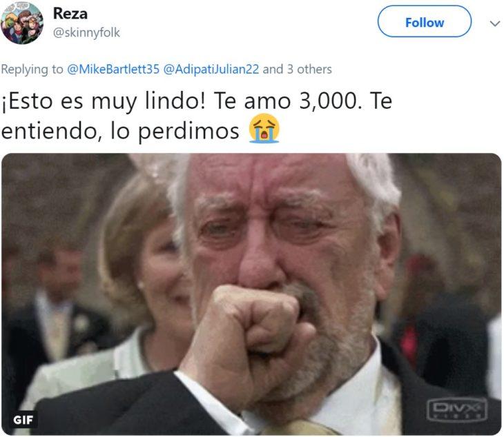 Papá comparte en Twitter que su hijo lloró hasta dormirse abrazado de sus juguetes de Iron Man después de ver la muerte de Tony Stark en Avengers: Endgame; meme de viejito llorando