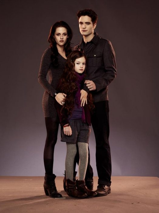Bella Swan and Edward Cullen with their daughter Renesme posing before the camera