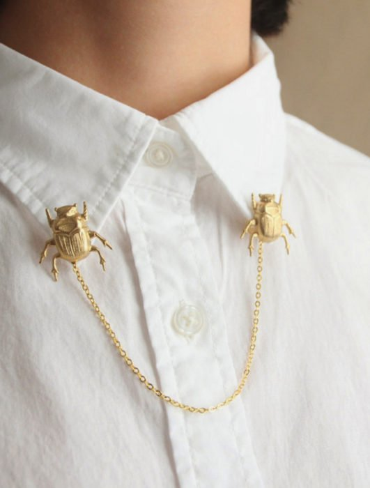 Collar tips; broches para cuello de camisa; pin de escarabajo pelotero dorado con cadena
