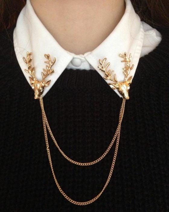 Collar tips; broches para cuello de camisa; venados dorados con cadena