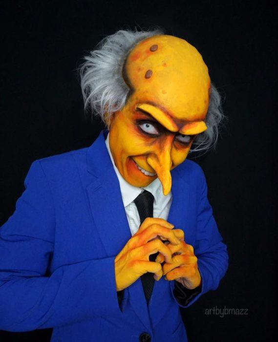 Brenna Mazzoni maquillada como el Sr. Burns de Los Simpson