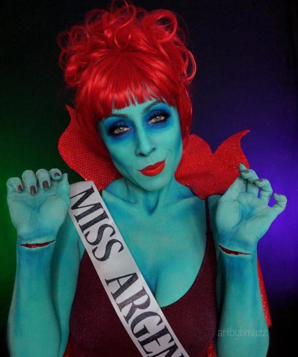 Brenna Mazzoni maquillada como Miss Argentina de Beetlejuice