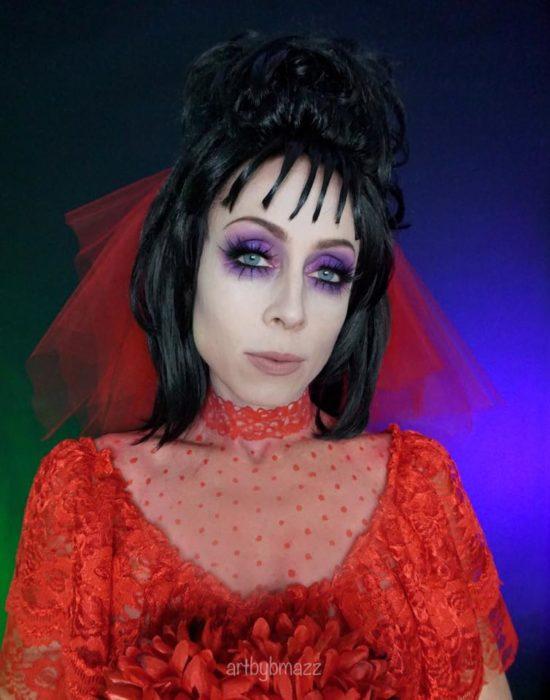Brenna Mazzoni maquillada como Lydia de Beetlejuice