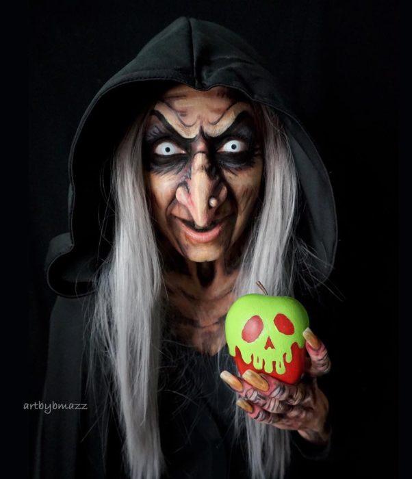 Brenna Mazzoni maquillada como La bruja de Blancanieves