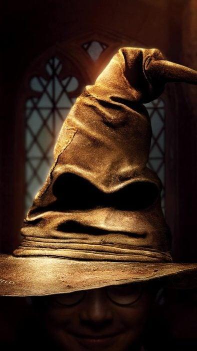 Fondo de pantalla para celular del sombrero seleccionador en Harry Potter