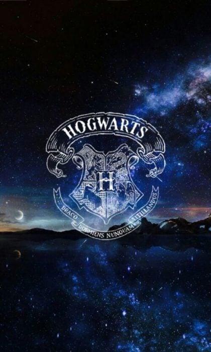 Fondo de pantalla para celular con el escudo de Hogwarts, Harry Potter