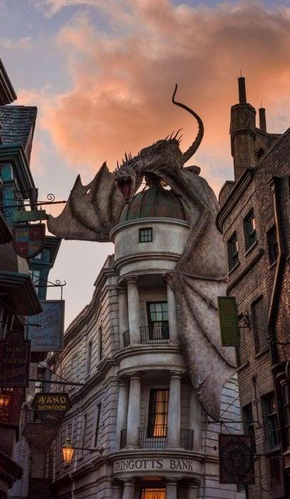 Fondo de pantalla para celular con la imagen del banco mágico de Gringotts, Harry Potter