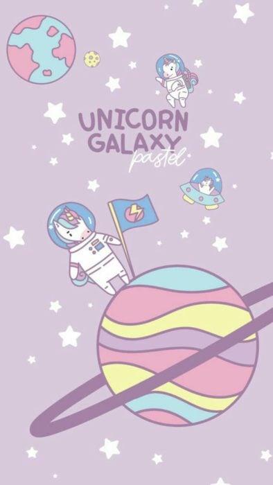 Fondo de pantalla para celular con unicornio vestido de astronauta sobre un planeta de colores pastel