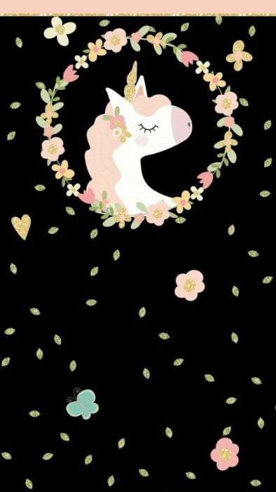 Fondo de pantalla para celular con dobujo de unicornio rodeado de flores claras en fondo negro