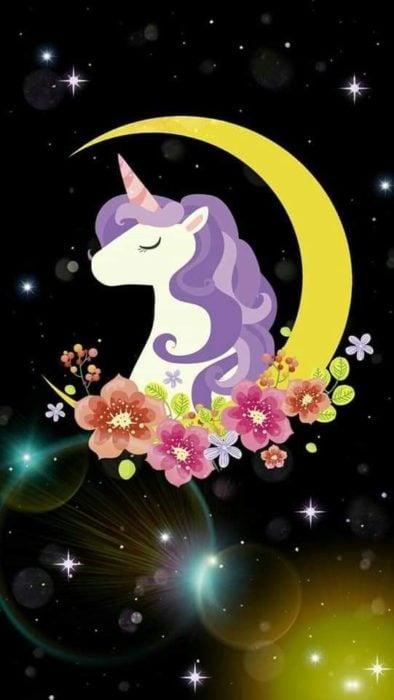 Fondo de pantalla para celular con el dibujo de un unicornio sobre una luna amarilla rodeada de flores