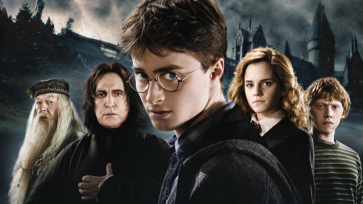 Escena de Harry Potter junto a Dumbledore, Hermione. Severs Snape y Ron Weasley