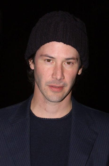 Actor Keanu Reeves, hombre con gorra negra