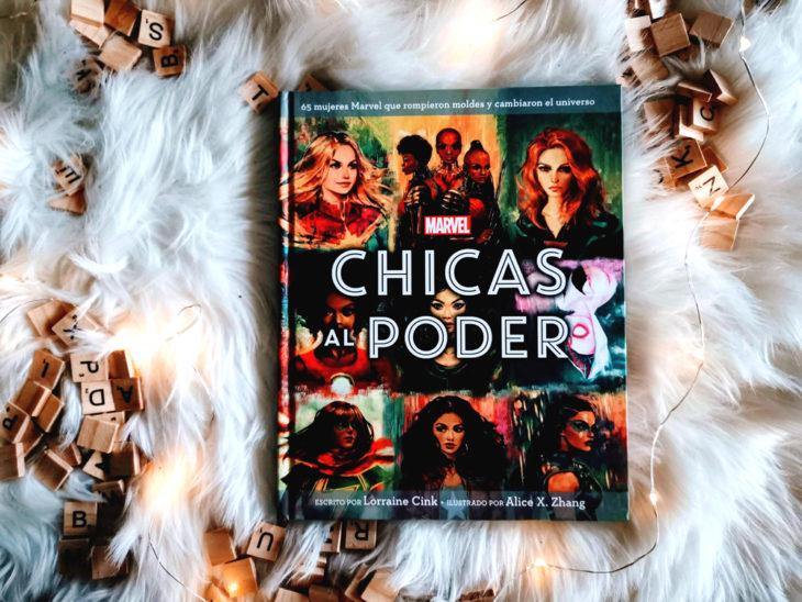 Portada del libro Chicas al poder de Lorraine Cink, inspirado en heroínas Marvel